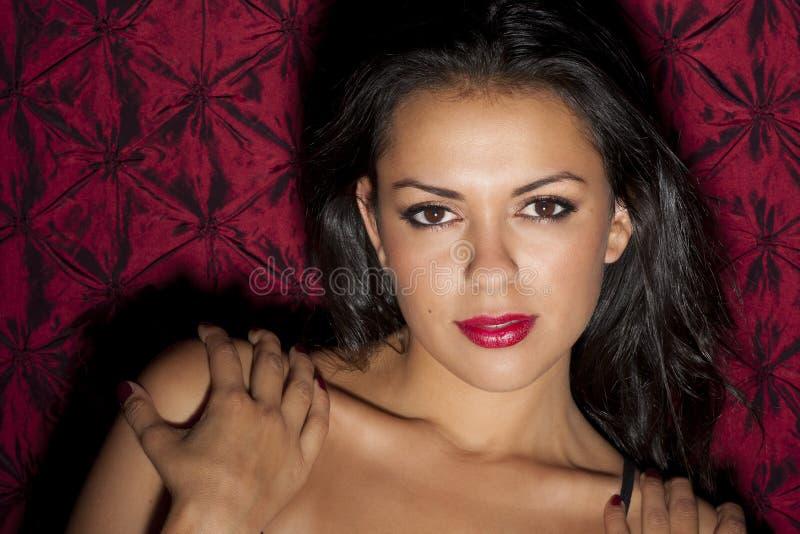 Uma mulher latino-americano nova bonita foto de stock royalty free