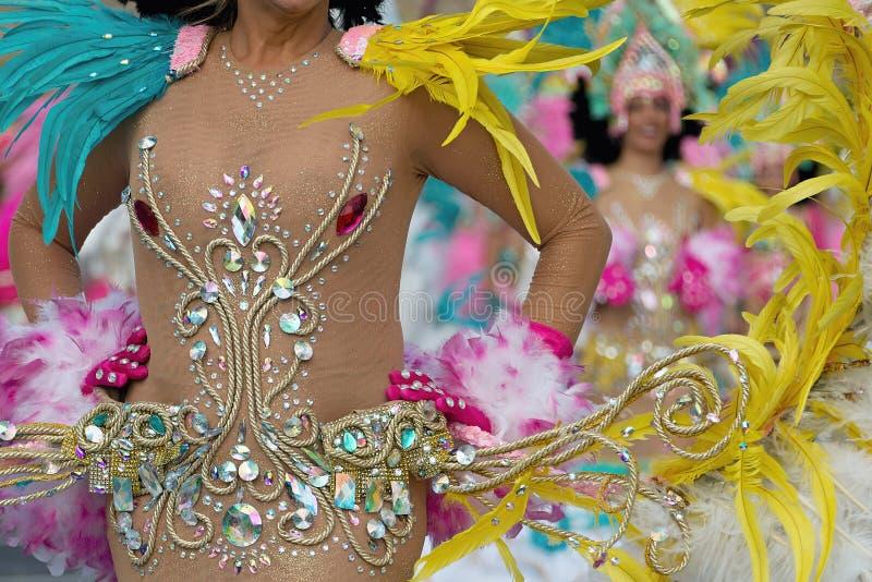 Uma mulher na dança no carnaval imagens de stock royalty free