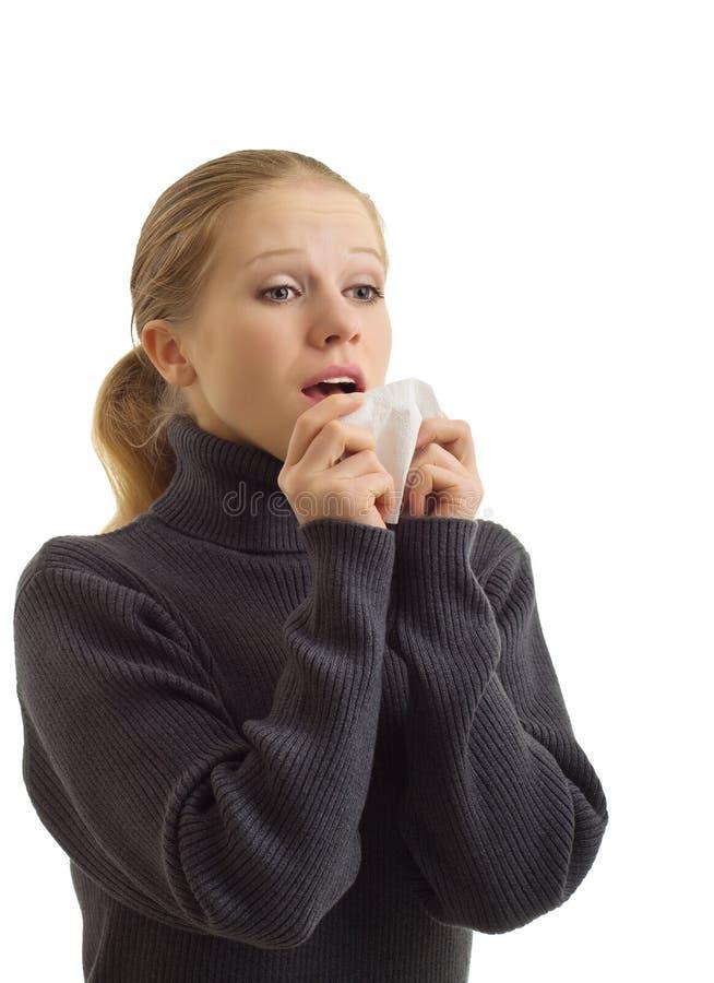 Uma mulher sneezing imagem de stock royalty free