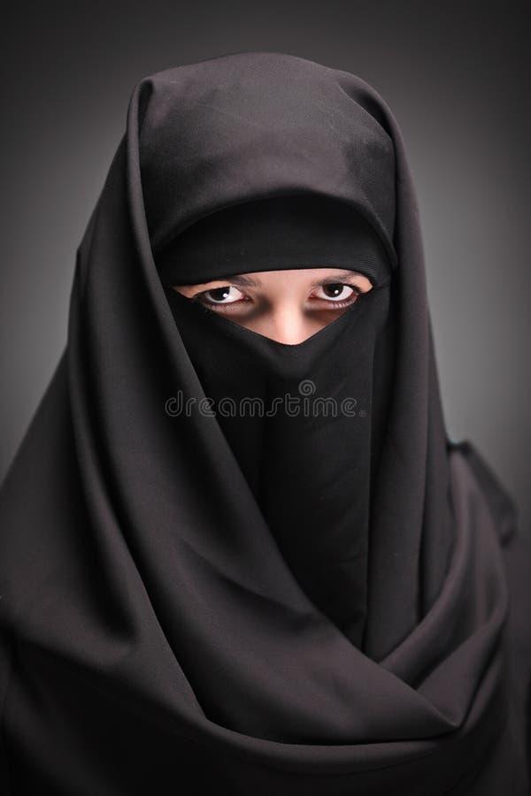 Uma mulher vendada fotos de stock