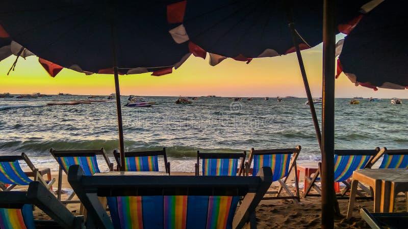 Uma noite na praia fotos de stock