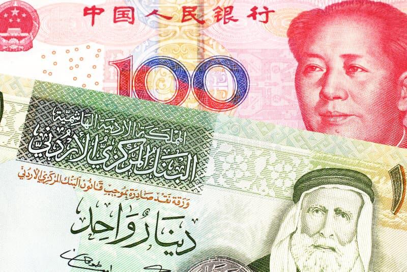 Uma nota de Argentina, fim do peso acima com um chinês, conta do yuan fotos de stock