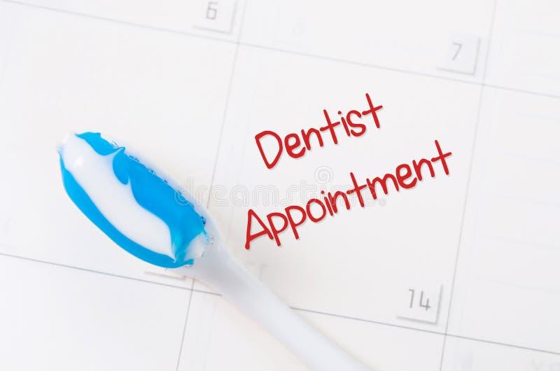 Uma nota de uma nomeação do dentista fotos de stock