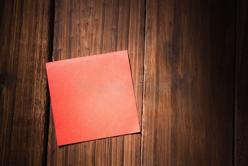 Uma nota de post-it vermelha foto de stock