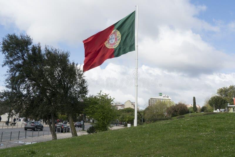 Uma ondulação portuguesa da bandeira imagens de stock