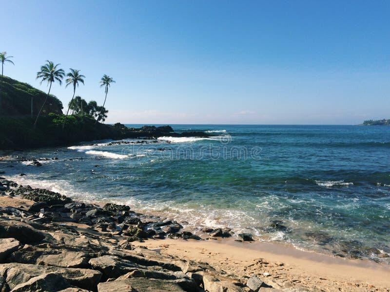 Uma opinião da paisagem da praia imagens de stock