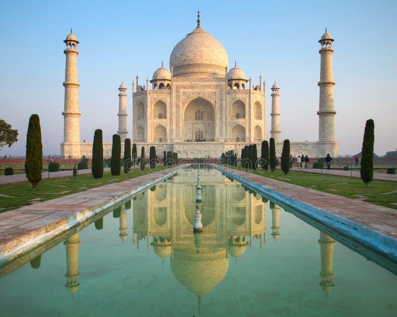 Uma opinião de perspectiva no mausoléu de Taj Mahal foto de stock