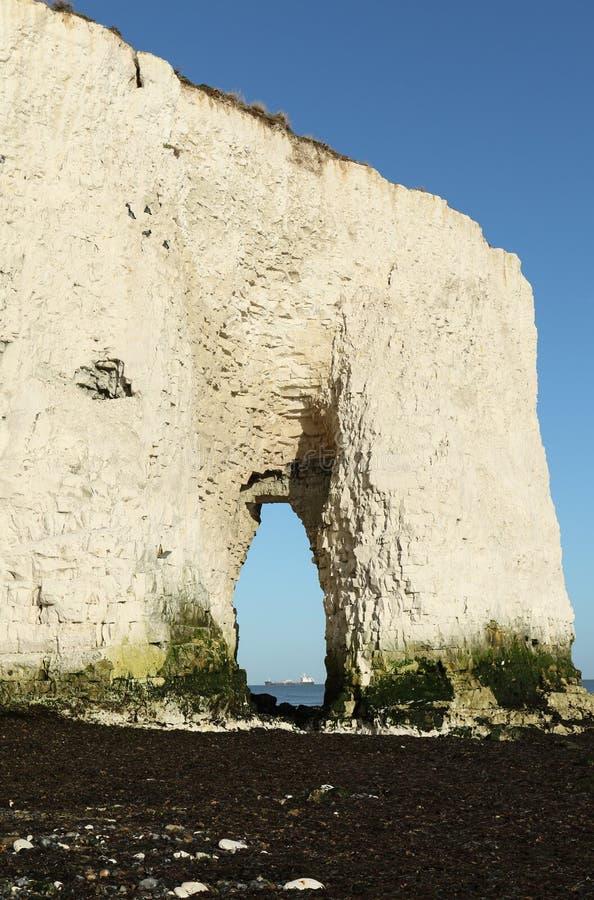 Uma opinião impressionante da paisagem de uma baía litoral em Kingsgate, Thanet, Kent, Reino Unido imagem de stock royalty free