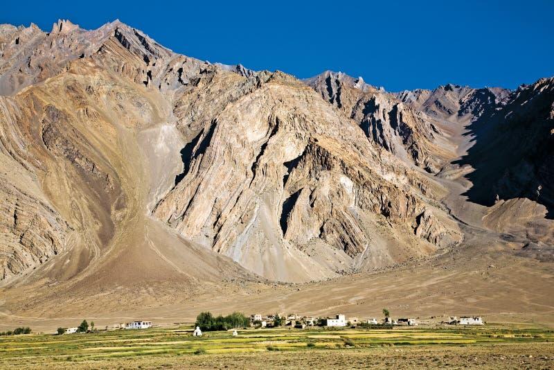 Uma paisagem da vila de Zangla, vale de Zanskar, Padum, Ladakh, Jammu e Caxemira, Índia fotografia de stock