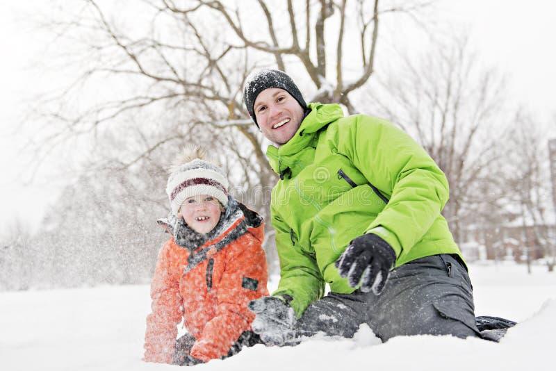 Uma paisagem nevado de And Son In do pai foto de stock