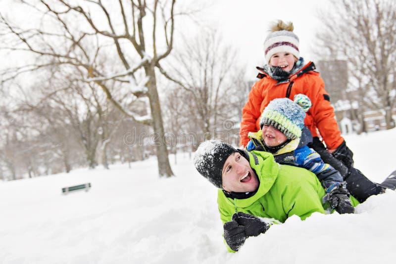 Uma paisagem nevado de And Son In do pai fotos de stock