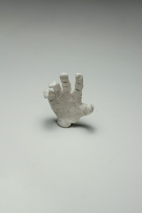 Uma palma sculptured que alcança para a ajuda foto de stock
