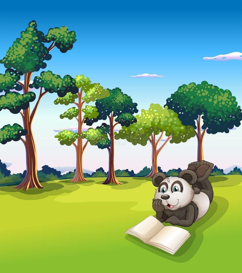 Uma panda que encontra-se na grama ao ler um livro ilustração royalty free