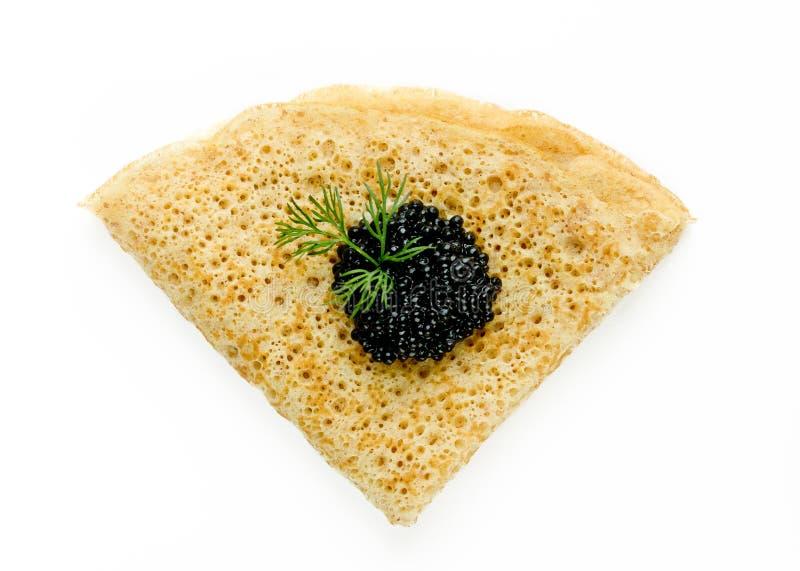Uma panqueca com o caviar preto isolado foto de stock royalty free