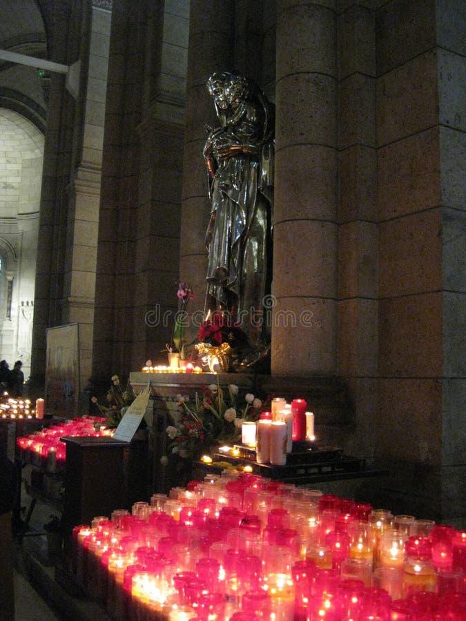"""Uma parada angélico da oração de Saint dentro ur do Sacré-CÅ """", Paris foto de stock"""