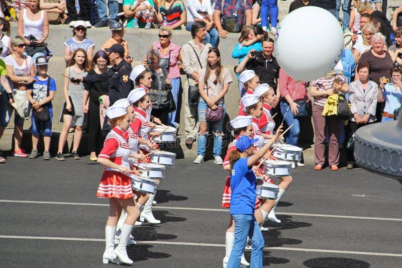 Uma parada dos bateristas St Petersburg R?ssia 27 de maio 2018: Feriado da cidade foto de stock royalty free