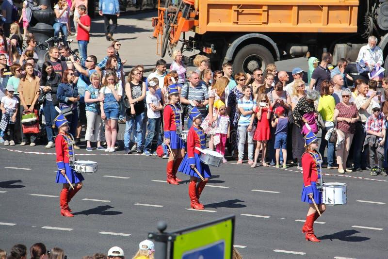 Uma parada dos bateristas St Petersburg R?ssia 27 de maio 2018: Feriado da cidade fotografia de stock royalty free