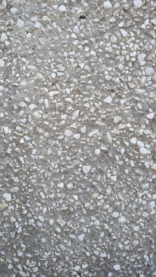 Uma parede da entulho branca em uma ligação do cimento Close-up imagens de stock royalty free