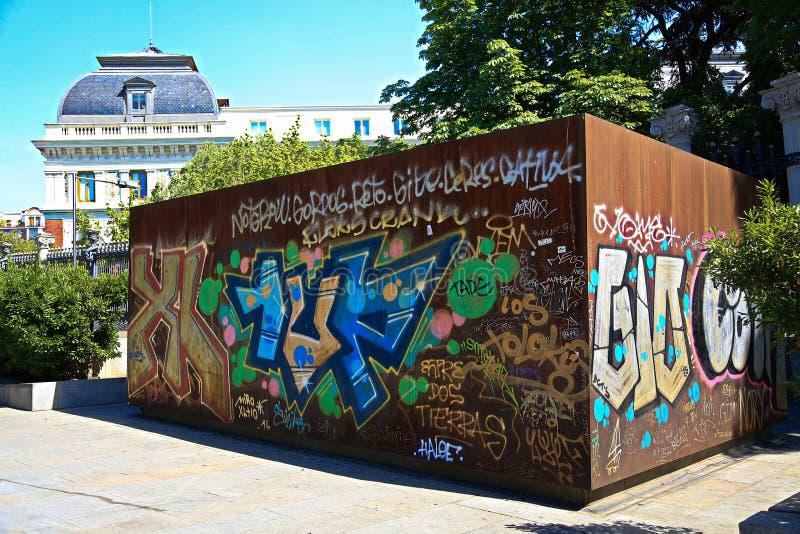 Uma parte de grafittis encontrou perto do parque de Retiro imagem de stock