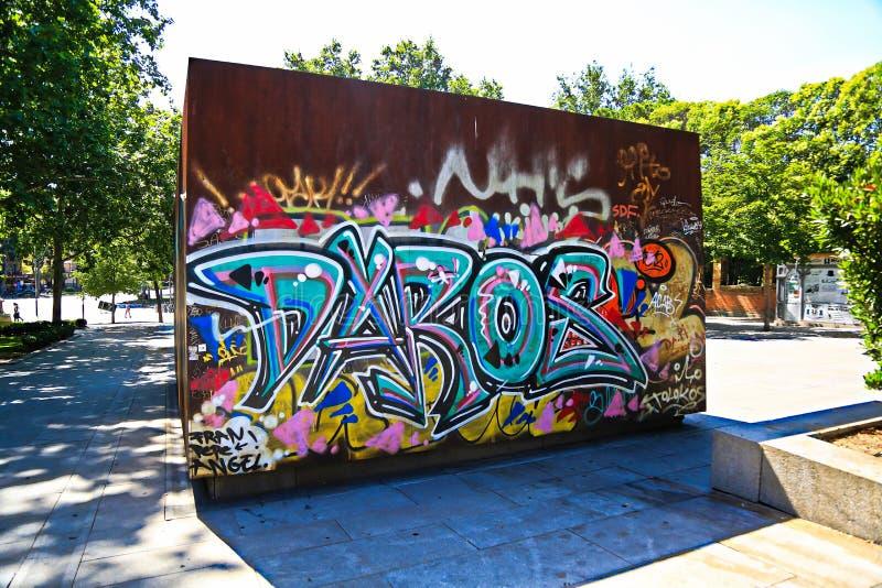 Uma parte de grafittis encontrou perto do parque de Retiro imagem de stock royalty free