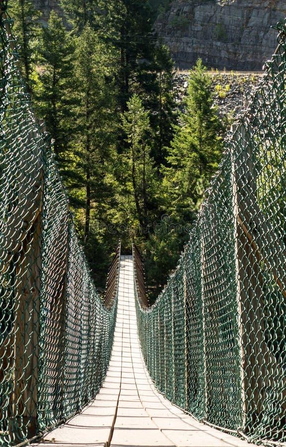Uma passagem estreita longa através de uma garganta perto do parque nacional de geleira imagem de stock royalty free
