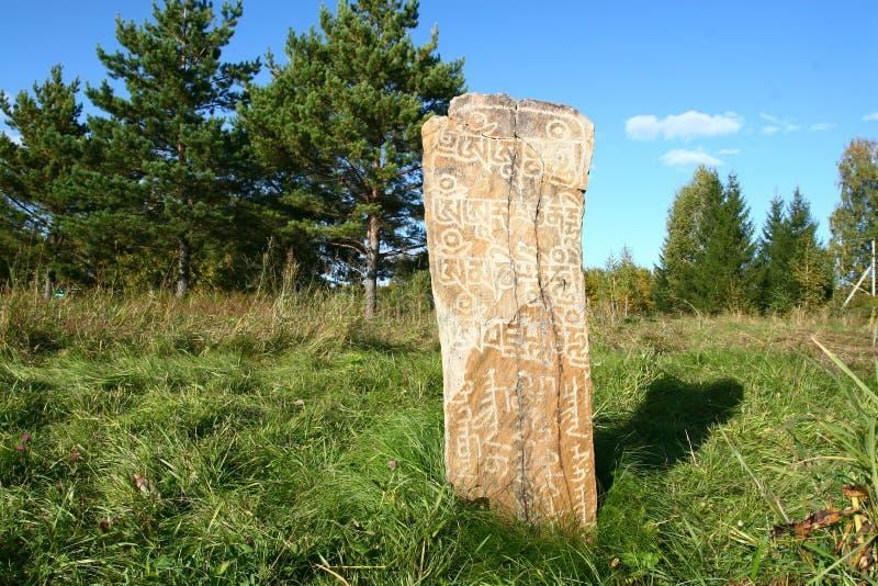 Uma pedra com desenhos antigos. imagens de stock royalty free