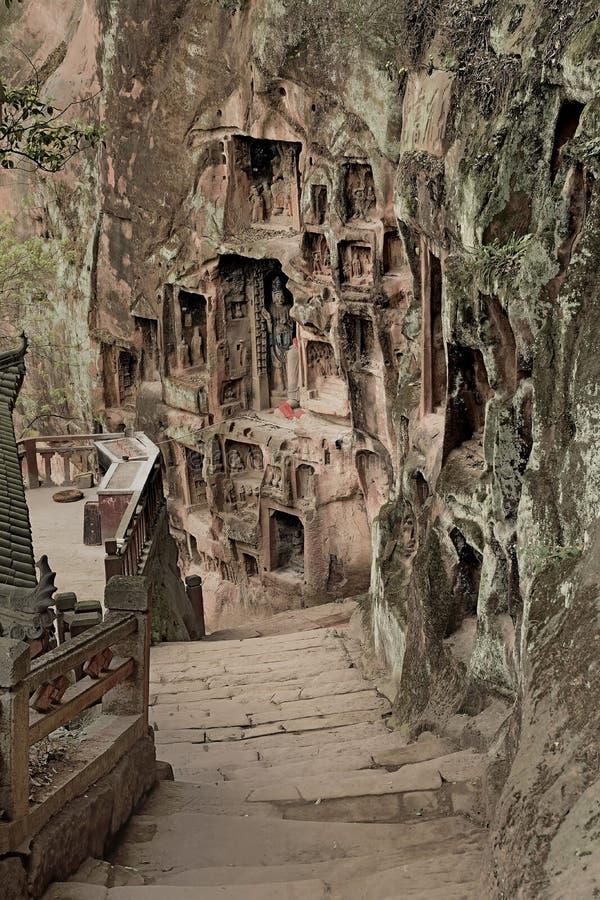 Uma pedra pisa estrada em mil penhascos da Buda fotografia de stock