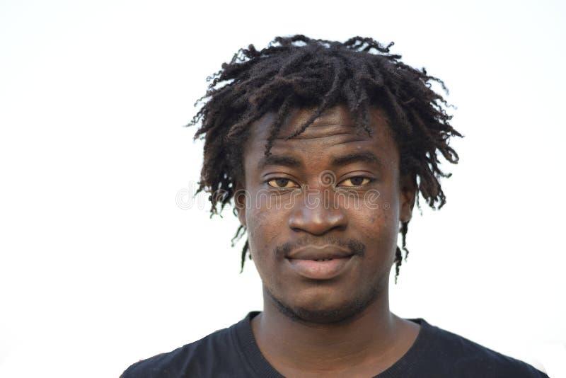 Uma pele escura, um rapaz africano bonito imagens de stock royalty free