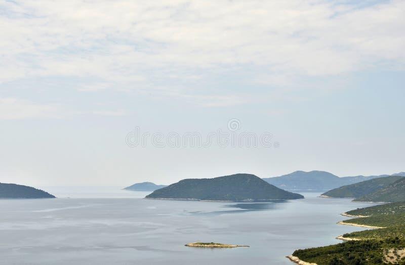 Uma península na costa da Croácia foto de stock royalty free