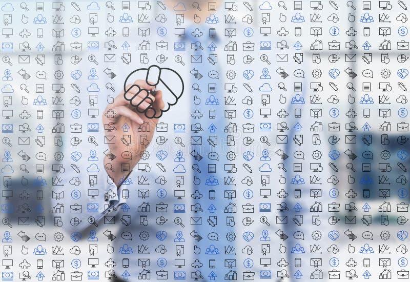 Uma pessoa do negócio está tirando ícones numerosos de um negócio e um aperto de mão na tela de vidro no escritório panorâmico mo ilustração royalty free