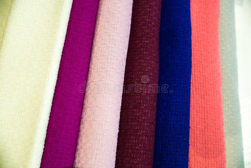 Uma pilha colorido de telas - as telas encontram-se sobre se imagens de stock royalty free