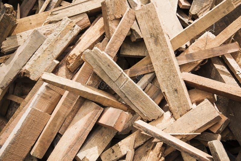 Uma pilha da madeira da sucata fotografia de stock