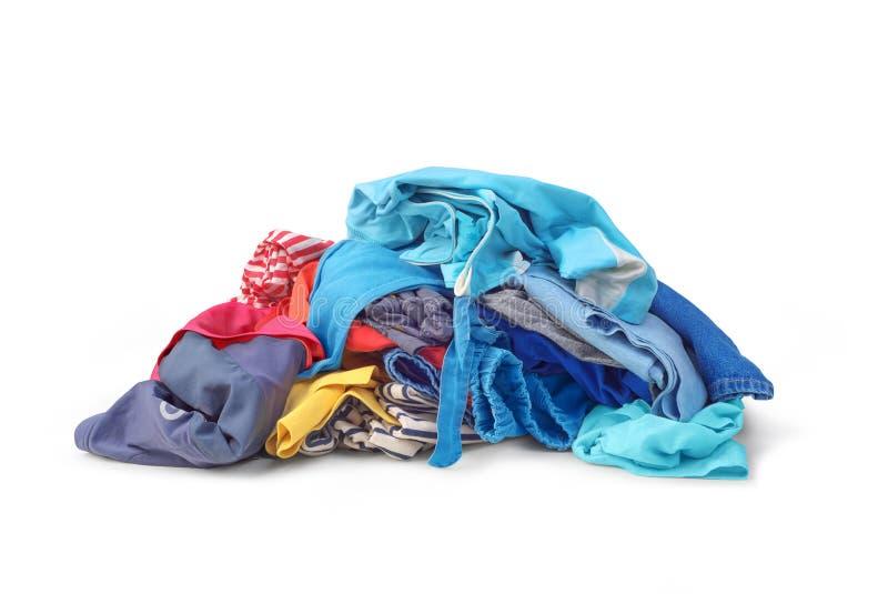 Uma pilha da roupa brilhante isolada fotografia de stock royalty free
