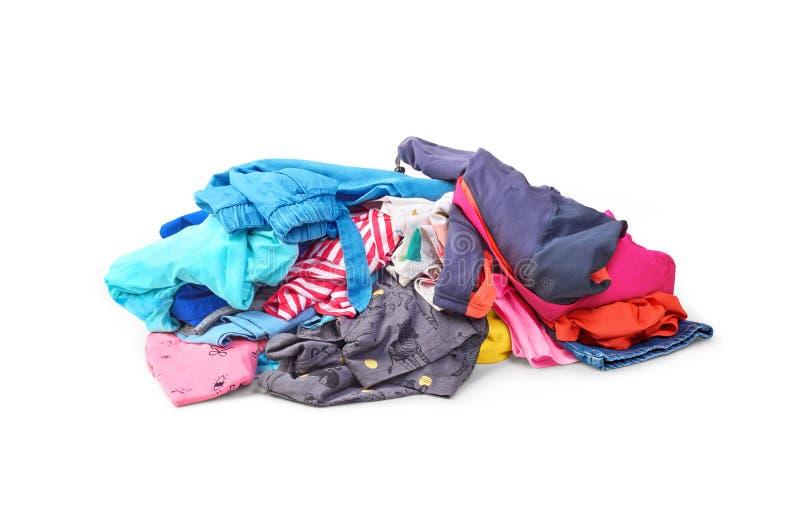 Uma pilha da roupa brilhante isolada fotos de stock