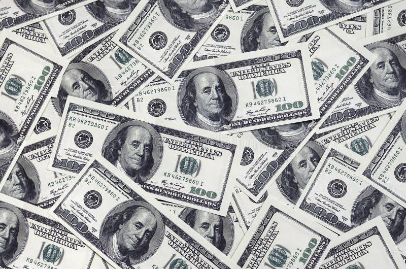 Uma pilha de cem cédulas dos E.U. com retratos do presidente Dinheiro de cem notas de dólar, imagem de fundo do dólar com reso al fotos de stock royalty free