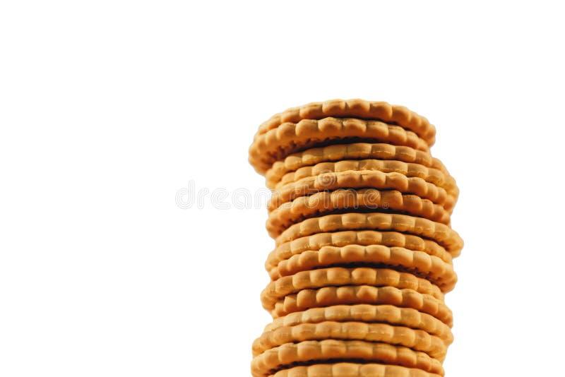 Uma pilha de cookies isoladas no fundo branco imagens de stock