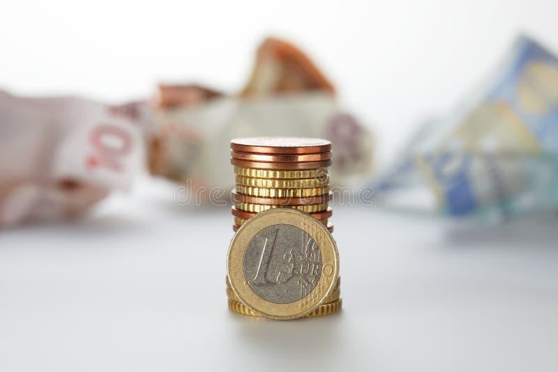 Uma pilha de euro- moedas imagens de stock