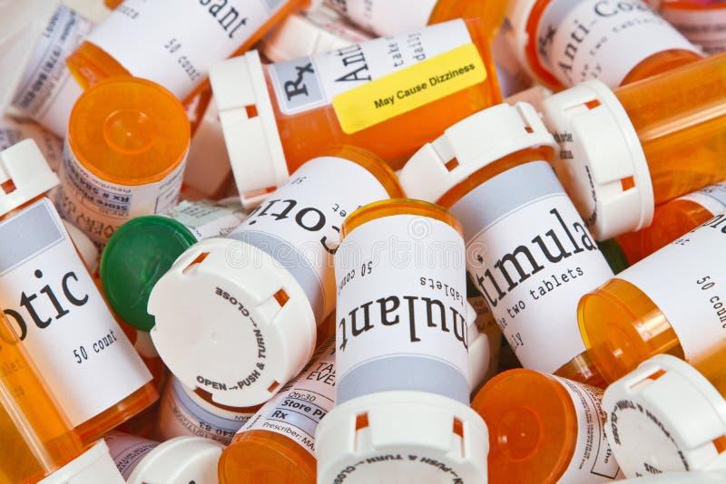 Uma pilha de frascos de comprimido imagens de stock