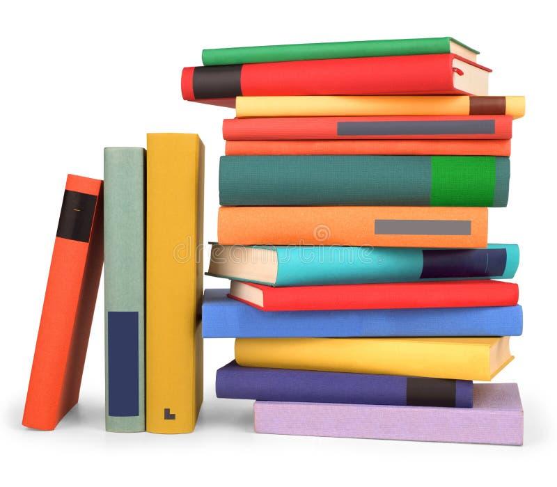 Uma pilha de livros coloridos em um branco imagem de stock