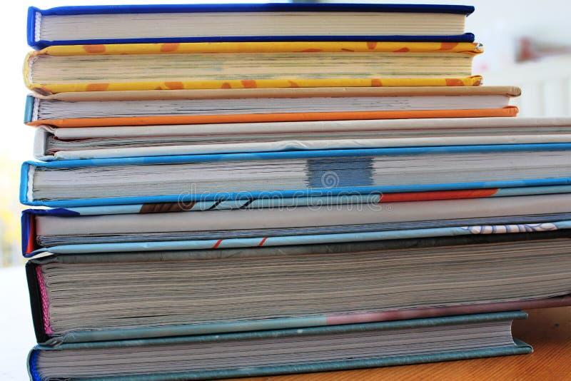 Uma pilha de livros imagem de stock