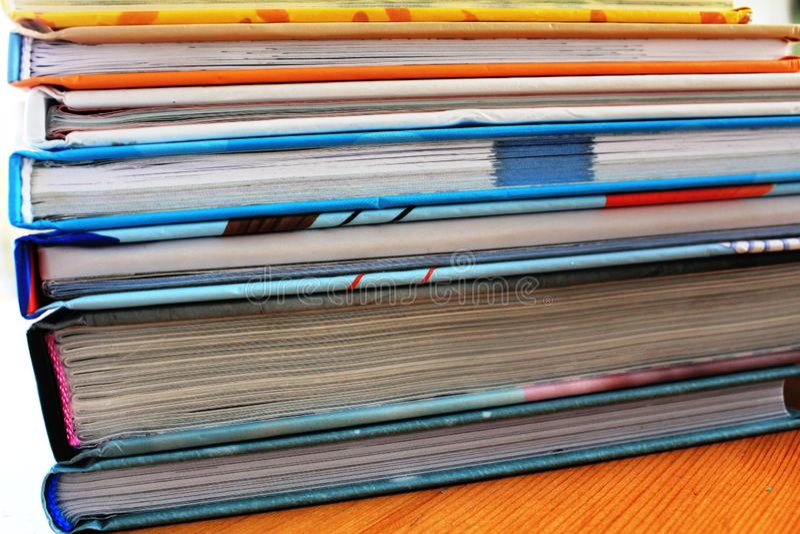Uma pilha de livros fotografia de stock royalty free