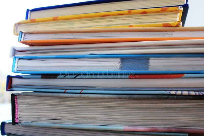 Uma pilha de livros imagens de stock