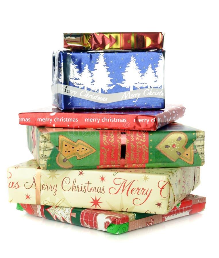 Uma pilha de presentes do Natal imagens de stock