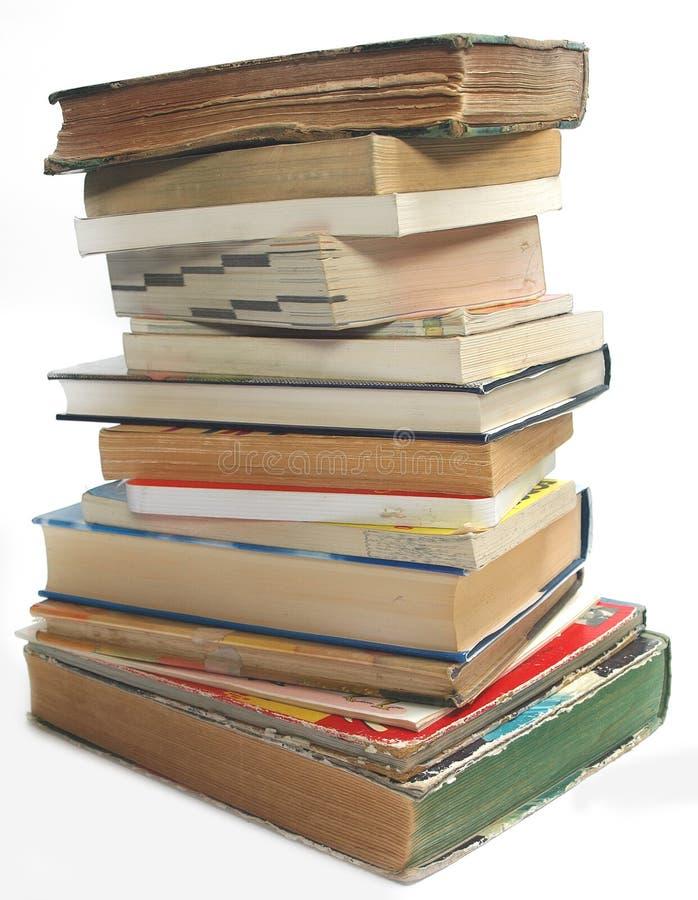 Uma pilha de vintage velho e de livros modernos foto de stock royalty free