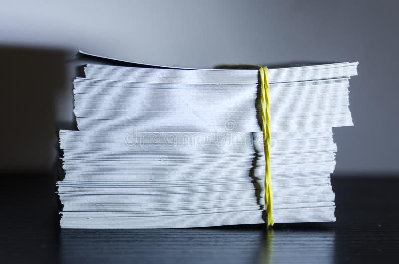 Uma pilha do Livro Branco imagem de stock