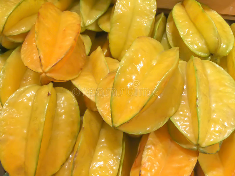 Uma pilha do starfruit fotografia de stock royalty free