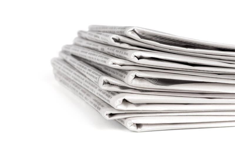Uma pilha dos jornais fotos de stock royalty free