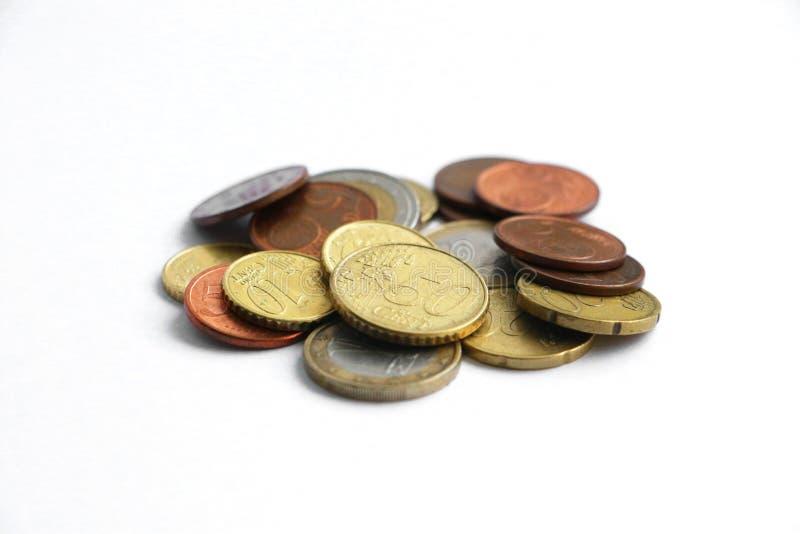 Uma pilha pequena de euro- moedas foto de stock royalty free