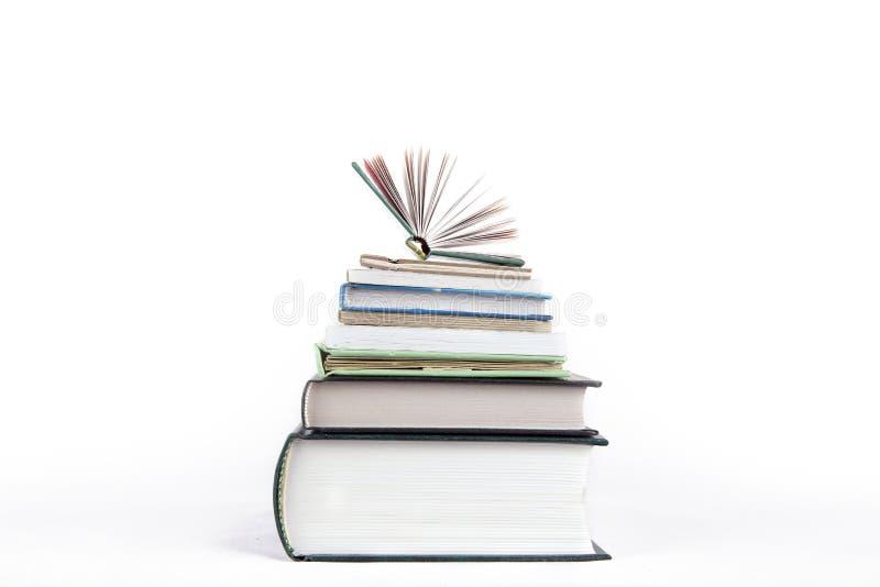 Uma pilha pequena de livros em um fundo branco foto de stock royalty free