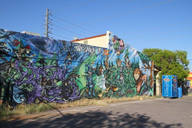 Uma pintura mural como a promoção de vendas ou: O feiticeiro de AZ fotografia de stock